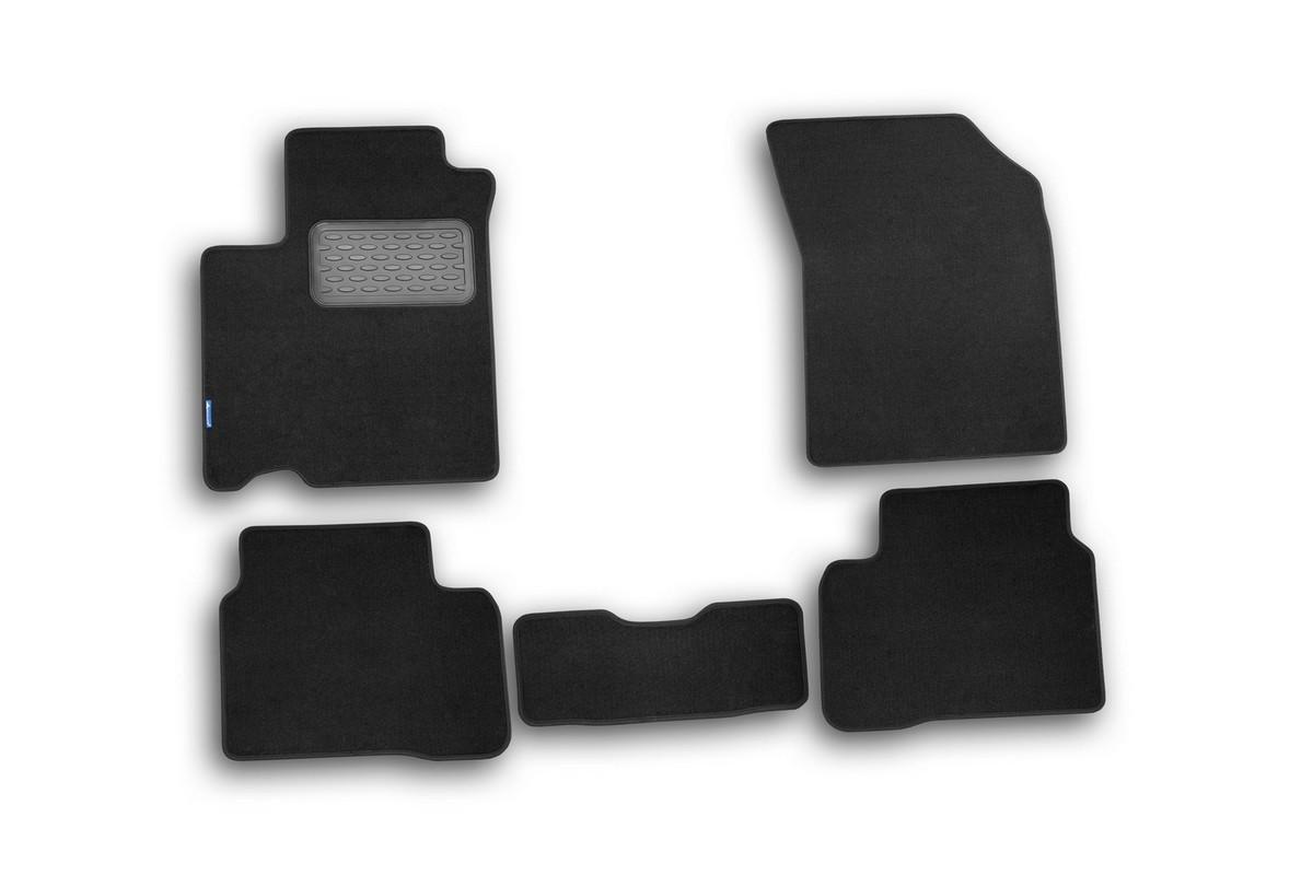 Набор автомобильных ковриков Novline-Autofamily для Suzuki Swift 2010-, хэтчбек, в салон, 5 штNLT.47.21.11.110khНабор автомобильных ковриков Novline-Autofamily, изготовленный из текстиля, состоит из 5 ковриков, которые учитывают все особенности каждой модели автомобиля и полностью повторяют контуры пола. Текстильные автомобильные коврики для салона произведены из высококачественного материала, который держит форму, прочный и не пачкает обувь. Коврики в салон не только улучшат внешний вид салона вашего автомобиля, но и надежно уберегут его от пыли, грязи и сырости, а значит, защитят кузов от коррозии. Текстильные коврики для автомобиля мягкие и приятные, а их основа из вспененного полиуретана не пропускает влагу. Ковры для автомобилей надежно крепятся на полу и не скользят, что очень важно во время движения. Чистятся коврики очень просто: как при помощи автомобильного пылесоса, так и различными моющими средствами. Набор подходит для Suzuki Swift хэтчбек c 2010 года выпуска.