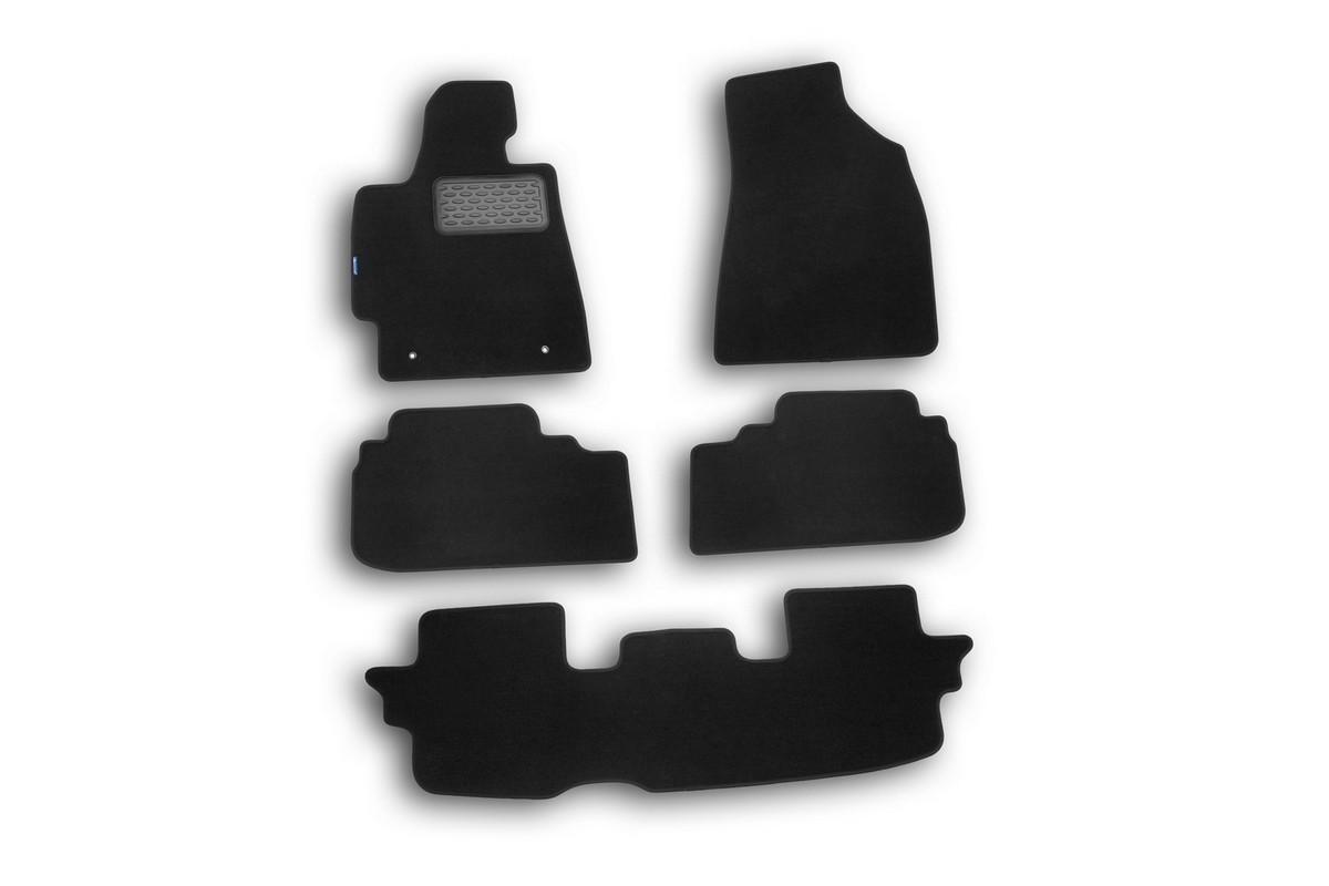 Набор автомобильных ковриков Novline-Autofamily для Toyota Highlander 2010-, кроссовер, в салон, 5 шт. NLT.48.50.11.110khNLT.48.50.11.110khНабор автомобильных ковриков Novline-Autofamily, изготовленный из текстиля, состоит из 5 ковриков, которые учитывают все особенности каждой модели автомобиля и полностью повторяют контуры пола. Текстильные автомобильные коврики для салона произведены из высококачественного материала, который держит форму, прочный и не пачкает обувь. Коврики в салон не только улучшат внешний вид салона вашего автомобиля, но и надежно уберегут его от пыли, грязи и сырости, а значит, защитят кузов от коррозии. Текстильные коврики для автомобиля мягкие и приятные, а их основа из вспененного полиуретана не пропускает влагу. Ковры для автомобилей надежно крепятся на полу и не скользят, что очень важно во время движения. Чистятся коврики очень просто: как при помощи автомобильного пылесоса, так и различными моющими средствами. Набор подходит для Toyota Highlander кроссовер с 2010 года выпуска.