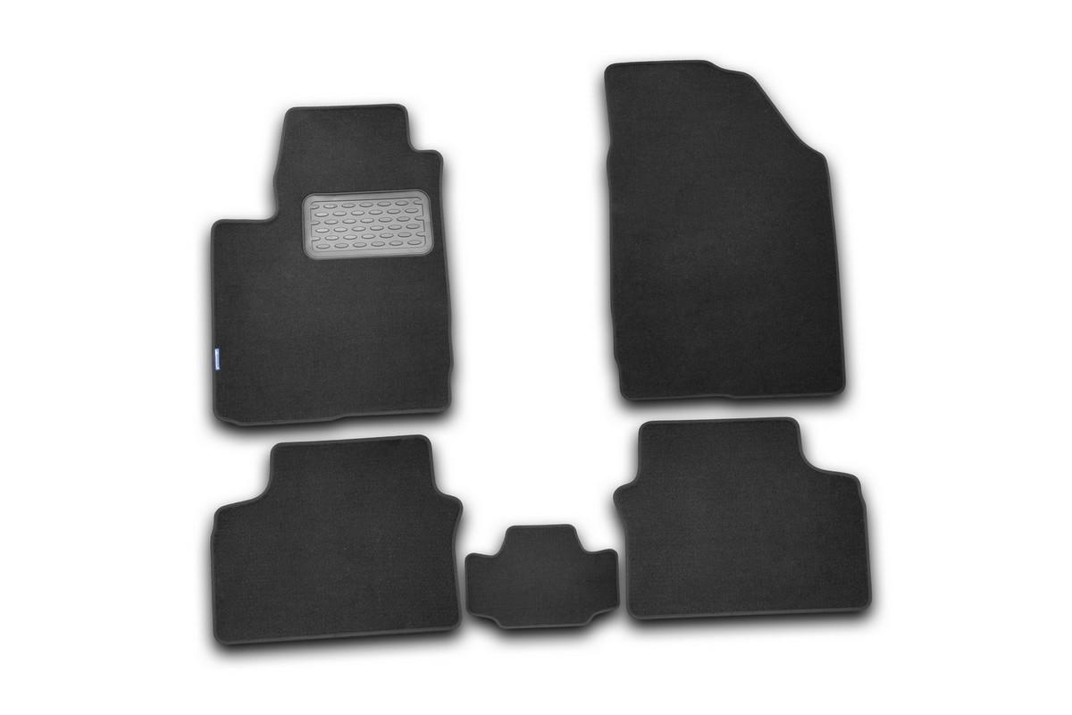 Набор автомобильных ковриков Novline-Autofamily для Chery M11 2010-, седан, в салон, 5 штNLT.63.08.11.110khНабор автомобильных ковриков Novline-Autofamily, изготовленный из текстиля, состоит из 5 ковриков, которые учитывают все особенности каждой модели автомобиля и полностью повторяют контуры пола. Текстильные автомобильные коврики для салона произведены из высококачественного материала, который держит форму, прочный и не пачкает обувь. Коврики в салон не только улучшат внешний вид салона вашего автомобиля, но и надежно уберегут его от пыли, грязи и сырости, а значит, защитят кузов от коррозии. Текстильные коврики для автомобиля мягкие и приятные, а их основа из вспененного полиуретана не пропускает влагу. Ковры для автомобилей надежно крепятся на полу и не скользят, что очень важно во время движения. Чистятся коврики очень просто: как при помощи автомобильного пылесоса, так и различными моющими средствами. Набор подходит для Chery M11 седан с 2010 года выпуска.