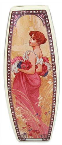 Ваза Elan Gallery Времена года, высота 20 см503046Декоративная ваза Elan Gallery Времена года украсит ваш интерьер и будет прекрасным подарком для ваших близких! Изделие выполнено из высококачественного фарфора и оформлено 4 разными рисунками с каждой стороны. Оригинальный дизайн наполнит ваш дом праздничным настроением. Изделие имеет подарочную упаковку, поэтому станет желанным подарком для ваших близких! Размер по верхнему краю: 6,2 см х 6,2 см. Размер дна: 5,3 см х 5,3 см. Высота вазы: 20 см.
