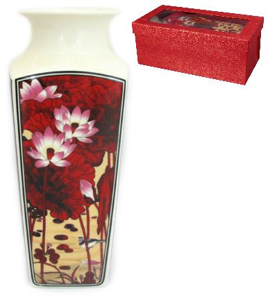Ваза Elan Gallery Цветок лотоса, с круглым горлом, высота 20 см501913Декоративная ваза Elan Gallery Цветок лотоса украсит ваш интерьер и будет прекрасным подарком для ваших близких! Изделие выполнено из высококачественного фарфора и оформлено ярким рисунком. Оригинальный дизайн наполнит ваш дом праздничным настроением. Изделие имеет подарочную упаковку, поэтому станет желанным подарком для ваших близких! Диаметр по верхнему краю: 7 см. Размер дна: 6,2 см х 6,2 см. Высота вазы: 20 см.