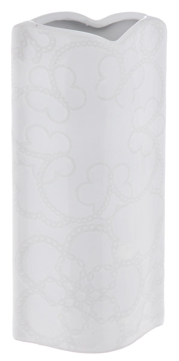 Ваза Sima-land Кружева, высота 18 см863630Ваза Sima-land Кружева изготовлена из высококачественной керамики. Оригинальная форма и необычное оформление сделают эту вазу замечательным украшением интерьера. Изделие декорировано объемными цветочными узорами. Дно вазы оснащено специальными нескользящими накладками. Любое помещение выглядит незавершенным без правильно расположенных предметов интерьера. Они помогают создать уют, расставить акценты, подчеркнуть достоинства или скрыть недостатки.