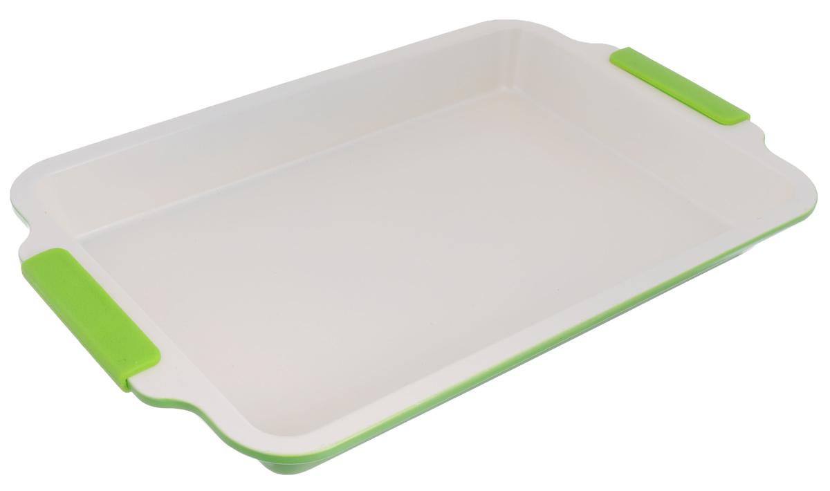 Форма для выпечки Mayer & Boch, с керамическим покрытием, цвет: салатовый, бежевый, 46,5 х 29,5 х 5 см22172_салатовыйФорма для выпечки Mayer & Boch с керамическим покрытием предназначена для здорового и экологичного приготовления пищи. Жаропрочные силиконовые ручки удобны в эксплуатации. Гладкая и высококачественная поверхность формы легко чистится - ее можно мыть в воде или вытирать полотенцем. Наслаждайтесь приготовлением пищи в вашей керамической форме для выпечки. Можно использовать в духовом шкафу. Размер формы с учетом ручек: 46,5 см х 29,5 см х 5 см. Внутренний размер формы: 39,5 см х 26,5 см. Толщина стенок: 1 мм.