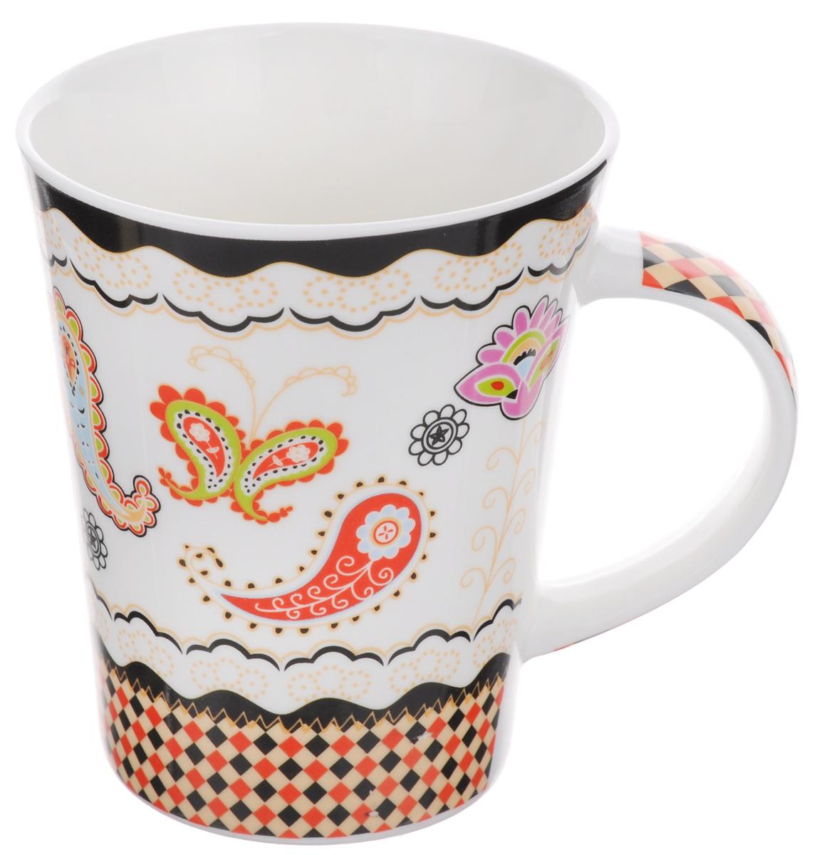Кружка Loraine, цвет: белый, черный, красный, 400 мл22114Кружка Loraine, выполненная из высококачественного фарфора, украшена изображением цветочных узоров и ромбов. Изделие оснащено эргономичной ручкой. Кружка сочетает в себе оригинальный дизайн и функциональность. Она согреет вас долгими холодными вечерами. Диаметр кружки (по верхнему краю): 9 см. Высота кружки: 10,7 см. Объем: 400 мл.