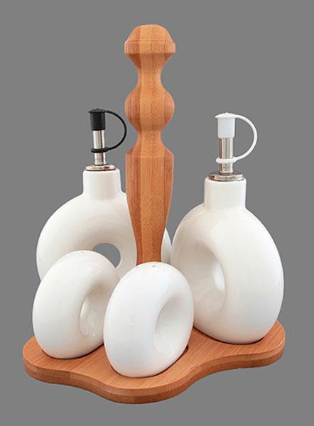 Набор для специй Elan Gallery Айсберг, 5 предметов. 540081540081Традиционный набор для специй Elan Gallery Айсберг состоит из 2 емкостей для перца или соли, 2 емкостей для масла и уксуса, подставки. Изделия изготовлены из высококачественной керамики и выполнены в оригинальном дизайне. Перечница и солонка оснащены отверстиями для высыпания и наполнения специй. Емкости для масла и уксуса закрываются специальной пробкой, жидкости не выдыхаются и сохраняют первоначальный вкус. Все предметы помещаются на удобную деревянную подставку. Такой оригинальный набор придется по вкусу даже самым требовательным хозяйкам и придаст особый шарм и очарование сервируемому столу. Размер подставки (ДхШхВ): 19 см х 15 см х 21 см. Высота перечницы/солонки: 6 см. Высота емкостей для масла и уксуса (без учета крышки): 10,5 см. Объем емкостей для масла и уксуса: 170 мл.