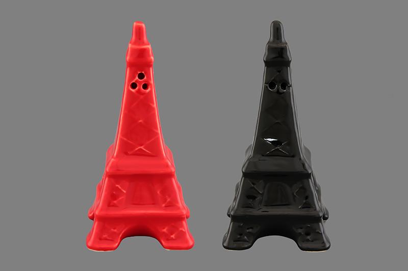 Набор для специй Elan Gallery Эйфелева башня, 2 предмета550013Набор для специй Elan Gallery Эйфелева башня состоит из перечницы и солонки. Емкости выполнены из керамики. Солонка и перечница легки в использовании: стоит только перевернуть емкости, и вы с легкостью сможете поперчить или добавить соль по вкусу в любое блюдо. Дизайн, эстетичность и функциональность набора позволят ему стать достойным дополнением к кухонному инвентарю. Размер солонки/перечницы: 4,5 см х 4,5 см х 9 см.
