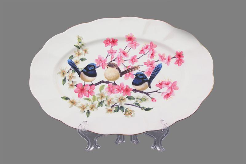 Блюдо Elan Gallery Райские птички, 25 х 16,5 х 2 см420041Овальное блюдо Elan Gallery Райские птички изготовлено из высококачественной керамики и украшено изящным рисунком в виде птичек, сидящих на ветках. Большое овальное блюдо - необходимая вещь при застолье. Вы можете использовать его для закусок, сырной нарезки, колбасных изделий и, конечно, горячих блюд. Изумительное сервировочное блюдо станет изысканным украшением вашего праздничного стола. Изделие упаковано в подарочную упаковку, идеальный подарок для ваших близких!