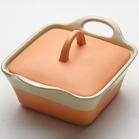 Кастрюля Mayer & Boch с крышкой, цвет: персиковый, бежевый, 680 мл21807_персиковый, бежевыйКастрюля Mayer & Boch изготовленная из жаропрочной керамики, подходит для любого вида пищи. Элегантный дизайн идеально подходит для современного дома. В комплект входит крышка из керамики. Изделия из керамики идеально подходят как для приготовления пищи, так и для подачи на стол. Материал не содержит свинца и кадмия. С такой кастрюлей вы всегда сможете порадовать своих близких оригинальным блюдом. Кастрюлю можно использовать на газовой, электрической плите и в микроволновой печи. Можно мыть в посудомоечной машине. Размер кастрюли: 15,5 см х 15,5 см. Ширина кастрюли (с учетом ручек): 22 см. Высота стенок: 7 см.