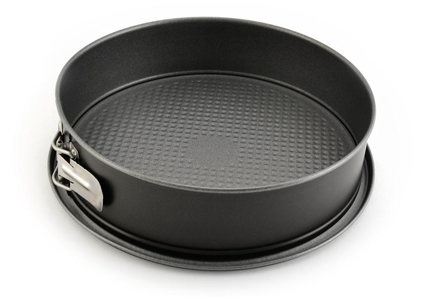 Форма для выпечки Fissler, разъемная, с антипригарным покрытием, диаметр 28 см4150128Форма Fissler изготовлена из высококачественного алюминия с антипригарным покрытием, что обеспечивает равномерное распределение тепла и предотвращение прилипания к стенкам посуды. Изделие оснащено разъемным механизмом, благодаря которому готовое блюдо очень легко вынимать. Форма Fissler идеально подходит для выпечки кондитерских изделий. Подходит для использования в духовом шкафу. Диаметр формы: 28 см.