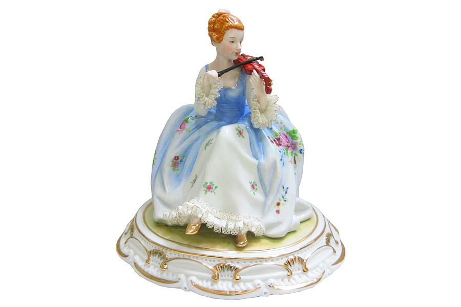 Статуэтка Albertini Девушка со скрипкой, высота 19,5 смAL-ELA10174-QB-ALОчаровательная статуэтка Albertini Девушка со скрипкой станет оригинальным подарком для всех любителей стильных вещей. Она выполнена из высококачественного фарфора в виде изящной девушки в богатом пышном платье со скрипкой в руках. Изысканный сувенир станет прекрасным дополнением к интерьеру. Вы можете поставить статуэтку в любом месте, где она будет удачно смотреться и радовать глаз.