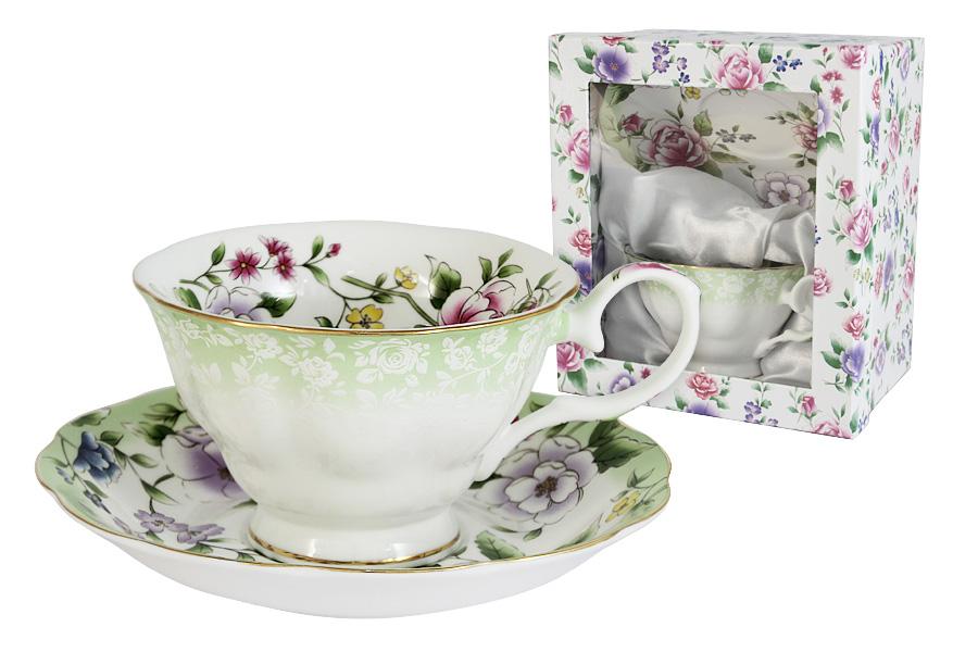 Чайная пара Colombo HD Лаура, 2 предметаC2-CS-K50430ALЧайная пара Colombo HD Лаура состоит из чашки и блюдца, изготовленных из высококачественного костяного фарфора. Яркий дизайн изделий, несомненно, придется вам по вкусу. Чайная пара Colombo HD Лаура украсит ваш кухонный стол, а также станет замечательным подарком к любому празднику. Рекомендуется мыть в теплой воде с применением мягких моющих средств. Объем чашки: 210 мл.