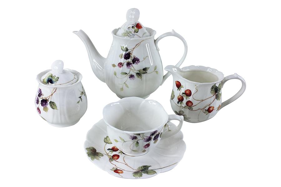 Чайный сервиз Лесные ягоды 15 предметов на 6 персон. C3-YW001-6-C0227ALC3-YW001-6-C0227ALПосуда для чая и сервировки стола торговой марки Colombo изготовлена из костяного фарфора. Широкий ассортимент (от отдельных предметов до сервизов) и разнообразие мотивов для декора (от классических до современных) позволяет составить набор в соответствии с запросом и вкусом клиента, а красивая упаковка - подобрать подарок к любому торжеству. Высокое качество изделий достигается благодаря использованию новейших технологий при изготовлении посуды, а также строгому контролю на всех этапах производственного процесса на фабрике. Рекомендуется мыть в теплой воде с применением мягких моющих средств.