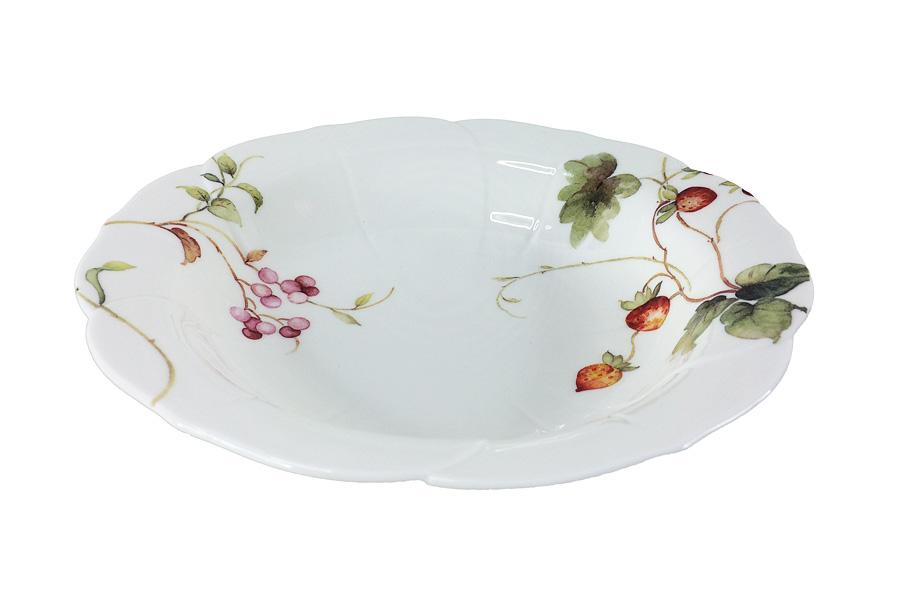 Набор суповых тарелок Colombo HD Лесные ягоды, диаметр 21,5 см, 2 штC3-YW007-C0227-ALНабор Colombo HD Лесные ягоды, выполненный из высококачественного костяного фарфора, состоит из 2 суповых тарелок и предназначен для красивой сервировки блюд. Изделия украшены ярким изображением ягод. Набор сочетает в себе стильный дизайн с максимальной функциональностью. Оригинальность оформления изделий придется по вкусу и ценителям классики, и тем, кто предпочитает утонченность и изящность. Рекомендуется мыть в теплой воде с применением мягких моющих средств. Диаметр (по верхнему краю): 21,5 см.