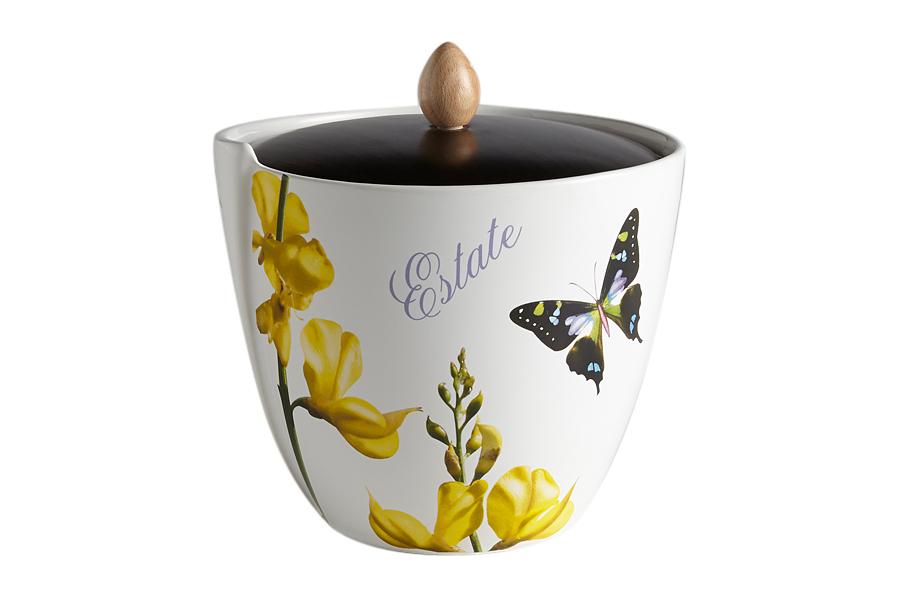 Банка для сыпучих продуктов Лето (большая). CV2-4339-ALCV2-4339-ALКерамическая посуда итальянской фабрики «Ceramiche Viva» известна не только своим превосходным качеством, но и удивительными, неповторимыми дизайнами, отличающими ее от любой другой керамической посуды.Помимо внешней привлекательности посуда «Ceramiche Viva» обладает и прекрасными практическими свойствами: посуду «Ceramiche Viva» можно мыть в посудомоечной машине и использовать в микроволновой печи. Не разрешается применять при мытье посуды абразивные порошки. Поверхность изделий покрыта высококачественной глазурью, не содержащей свинца.