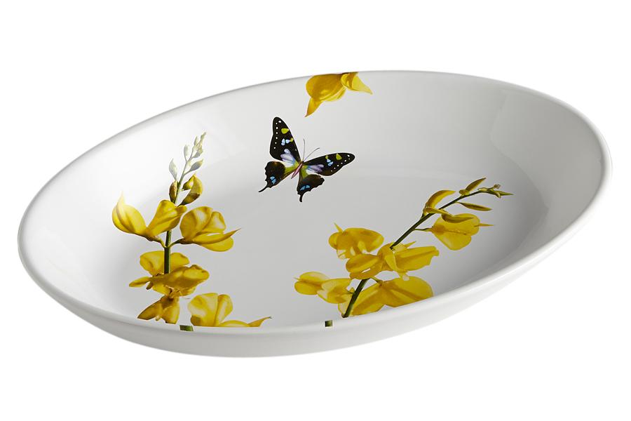 Блюдо овальное Лето. CV2-4357-ALCV2-4357-ALКерамическая посуда итальянской фабрики «Ceramiche Viva» известна не только своим превосходным качеством, но и удивительными, неповторимыми дизайнами, отличающими ее от любой другой керамической посуды.Помимо внешней привлекательности посуда «Ceramiche Viva» обладает и прекрасными практическими свойствами: посуду «Ceramiche Viva» можно мыть в посудомоечной машине и использовать в микроволновой печи. Не разрешается применять при мытье посуды абразивные порошки. Поверхность изделий покрыта высококачественной глазурью, не содержащей свинца.