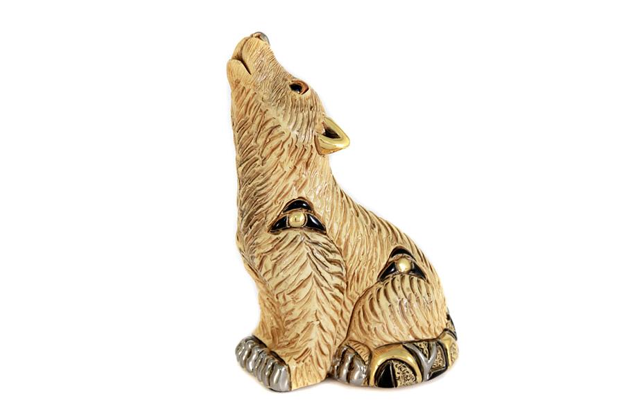 Статуэтка Волк. DERF182ALDERF182ALКерамические статуэтки домашних и диких животных De Rosa являются уникальными работами уругвайских мастеров. Каждое изделие имеет неповторимый и оригинальный вид: вручную вылеплено, вырезано, расписано, украшено эмалью, золотом в 18 карат и платиной, покрыто глазурью. Авторская работа, художественный талант и руки мастера гарантируют, что двух похожих друг на друга фигурок нет.