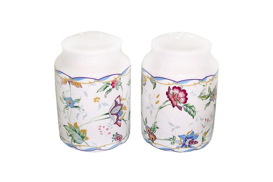 Набор для специй Imari Букингем, 2 предметаIM55049-A218ALВеликолепный набор Imari Букингем, выполненный из высококачественной керамики, состоит из перечницы и солонки. Изделия декорированы ярким цветочным изображением и имеют стильный внешний вид. Емкости для специй просты в использовании:стоит только перевернуть емкости, и вы с легкостью сможете поперчить или добавить соль по вкусу в любое блюдо. Дизайн, эстетичность и функциональность набора позволят ему стать достойным дополнением к кухонному инвентарю. Можно мыть в посудомоечной машине.