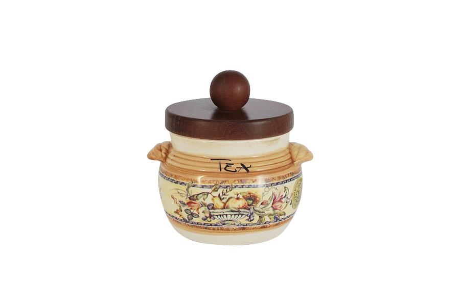 Банка для чая LCS Старая Тоскана, 500 млLCS670PLT-OT-ALБанка для чая LCS Старая Тоскана выполнена из высококачественной глазурованной керамики и оформлена изысканным изображением фруктов. Оснащена деревянной крышкой. Такая банка идеально впишется в интерьер любой кухни. Благодаря качеству исполнения и красивому дизайну изделие станет отличным приобретением для вашей кухни. Мыть керамическую посуду рекомендуется теплой водой с небольшим количеством моющих средств. Лучше не использовать абразивные пасты и металлические мочалки. Допускается мытье в посудомоечной машине при соблюдении инструкции изготовителя посудомоечной машины. Посуда требует осторожности: защиты от сильного удара или падения.