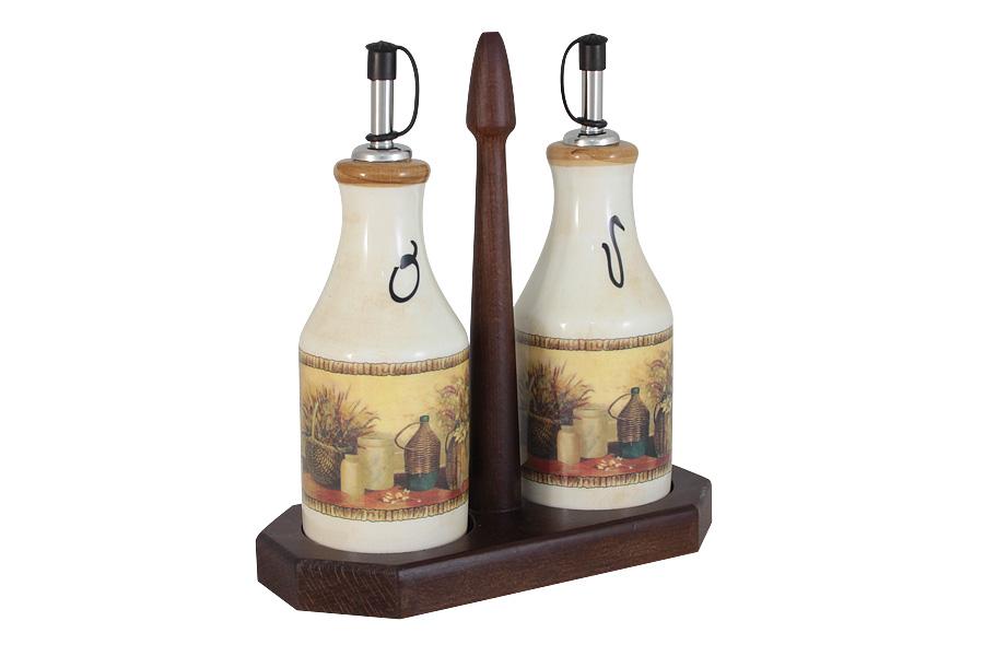 Набор из 2-х бутылок для масла и уксуса на подставке Натюрморт. LCS872L-V-ALLCS872L-V-ALLCS - молодая, динамично развивающаяся итальянская компания из Флоренции, производящая разнообразную керамическую посуду и изделия для украшения интерьера. В своих дизайнах LCS использует как классические, так и современные тенденции. Высокий стандарт изделий обеспечивается за счет соединения высоко технологичного производства и использования ручной работы профессиональных дизайнеров и художников, работающих на фабрике.