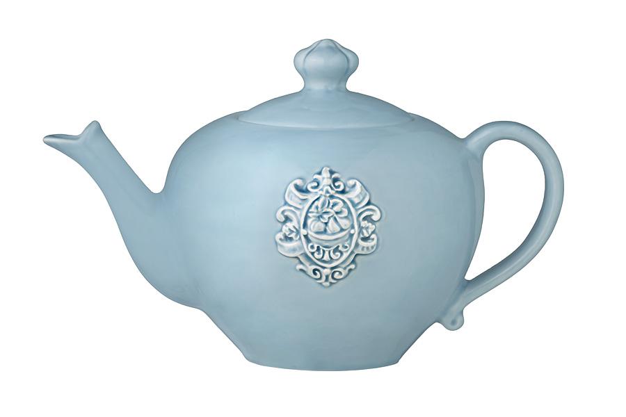 Чайник заварочный Nuova Cer Аральдо, цвет: голубой, 1 лNC8304-CRZ-ALЗаварочный чайник Nuova Cer Аральдо изготовлен из высококачественной керамики. Глазурованное покрытие обеспечивает легкую очистку. Изделие прекрасно подходит для заваривания вкусного и ароматного чая, а также травяных настоев. Отверстия в основании носика препятствует попаданию чаинок в чашку. Оригинальный дизайн сделает чайник настоящим украшением стола. Он удобен в использовании и понравится каждому. Декорам торговой марки Nuova Сer присущи теплые оттенки и верность истинно итальянскому стилю, для которого характерным является довольно толстая, нарочито простая керамическая посуда с красочной, яркой глазурью, с наивной росписью и орнаментами. Можно мыть в посудомоечной машине и использовать в микроволновой печи. Диаметр чайника (по верхнему краю): 8,5 см. Высота чайника (без учета крышки): 12 см. Высота чайника (с учетом крышки): 16 см. Ширина чайника (с учетом ручки и носика): 25 см.