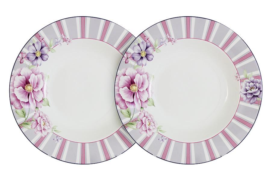 Набор суповых тарелок Primavera Decor Цветочная феерия, диаметр 21,5 см, 2 штPW-NBCP85-111-ALНабор Primavera Decor Цветочная феерия состоит из двух суповых тарелок, декорированных по краю цветными полосами и изображением цветов. Тарелки изготовлены из фарфора с добавлением костной золы (7-15%), благодаря которой фарфор получается прозрачным и прочным. Материал чрезвычайно износостойкий, что делает посуду из него идеальной для ежедневного использования. Благодаря высокой прочности фарфор надолго сохраняет свою новизну и не боится высоких температур. Отсутствие серебряной и золотой отделки позволяет мыть посуду в посудомоечной машине, а также использовать в микроволновой печи. Диаметр тарелок (по верхнему краю): 21,5 см.