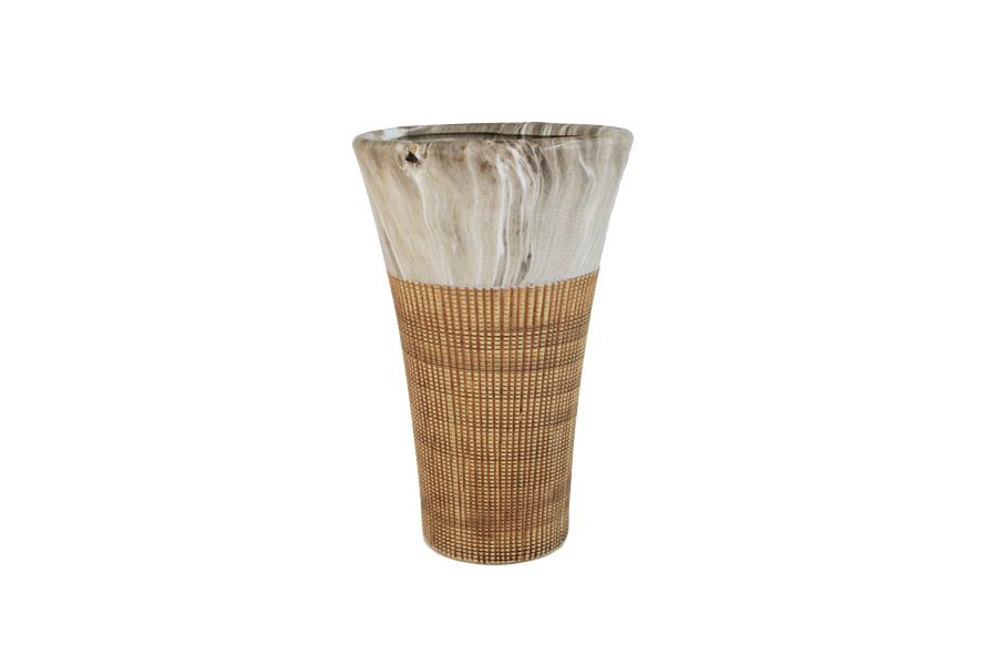 Ваза SDJ Рейкьявик, высота 25 смSDJ-37-601107-2-ALИзящная ваза SDJ Рейкьявик, изготовленная из высококачественной керамики, выполнена в этническом стиле. Она красиво переливается и излучает приятный блеск. Изделие имеет оригинальную форму, что делает ее оригинальным украшением интерьера. Ваза SDJ Рейкьявик дополнит интерьер офиса или дома и станет желанным и стильным подарком. Высота вазы: 25 см.
