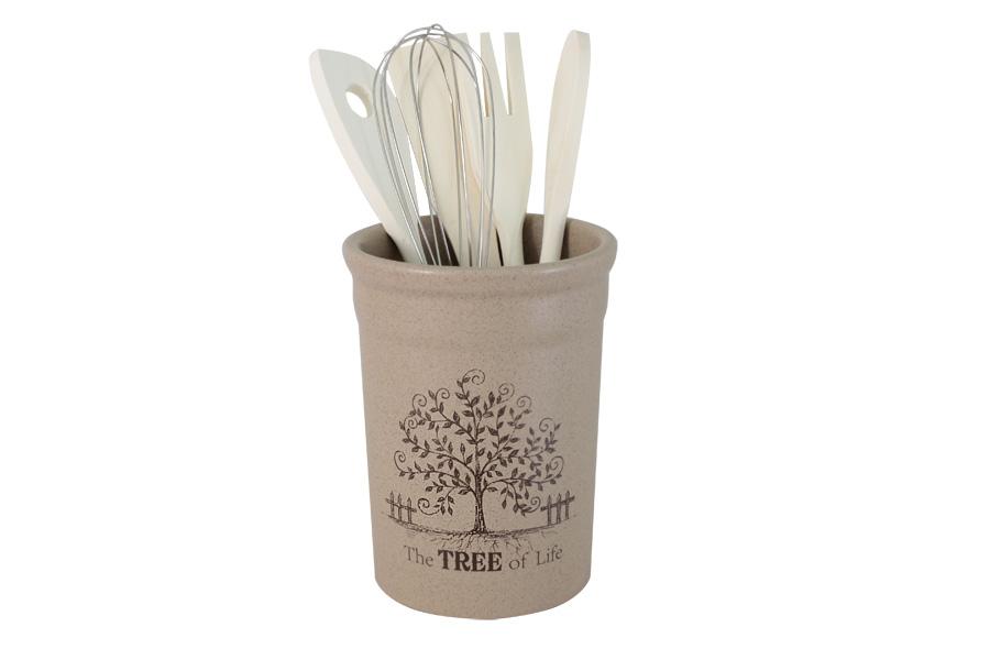 Подставка под кухонные инструменты Дерево жизни. TLY302-2-TL-ALTLY302-2-TL-ALДостоинства керамической посуды, известные во всем мире: отсутствие выделений химических примесей, равномерный нагрев и долгое сохранение температуры позволяют придавать особый аромат пище, сохранять витамины и другие ценные питательные вещества. Изделия Terracotta идеально подходят для выпечки, приготовления различных блюд и разогревания пищи в духовом шкафу или микроволновой печи. Могут использоваться для хранения продуктов, в том числе в холодильнике. Мыть керамическую посуду рекомендуется теплой водой с небольшим количеством моющих средств. Лучше не использовать абразивные пасты и металлические мочалки. Допускается мытье в посудомоечной машине при соблюдении инструкции изготовителя посудомоечной машины. Посуда требует осторожности: защиты от сильного удара или падения. В наборах и отдельных предметах используются и другие виды материалов, вышеуказанные рекомендации применимы только к керамическим изделиям. Посуда торговой марки Terracotta совмещает в себе современные технологии...
