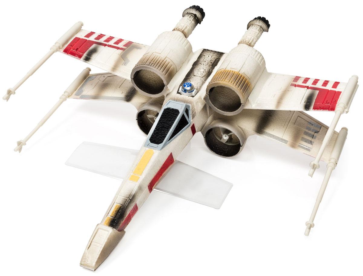 Air Hogs Игрушка на радиоуправлении Star Wars Звездный истребитель44527Радиоуправляемая модель звездного истребителя Star Wars - великолепный подарок для всех поклонников Звездных Войн! Все, кто увлекается историей Звездных войн, непременно оценят этот небольшой звездный истребитель, ведь он является точной копией межгалактической машины - основного боевого средства повстанцев. Корабль выполнен из легкого материала, который не повреждается при столкновении с препятствием. Звездный истребитель отлично летает и управляется. Такая игрушка понравится как детям, так и взрослым, и подарит вам немало веселых моментов и массу удовольствия. Порадуйте себя и своего ребенка таким замечательным подарком! Необходимо докупить 6 батареек напряжением 1,5V типа AA (в комплект не входят).
