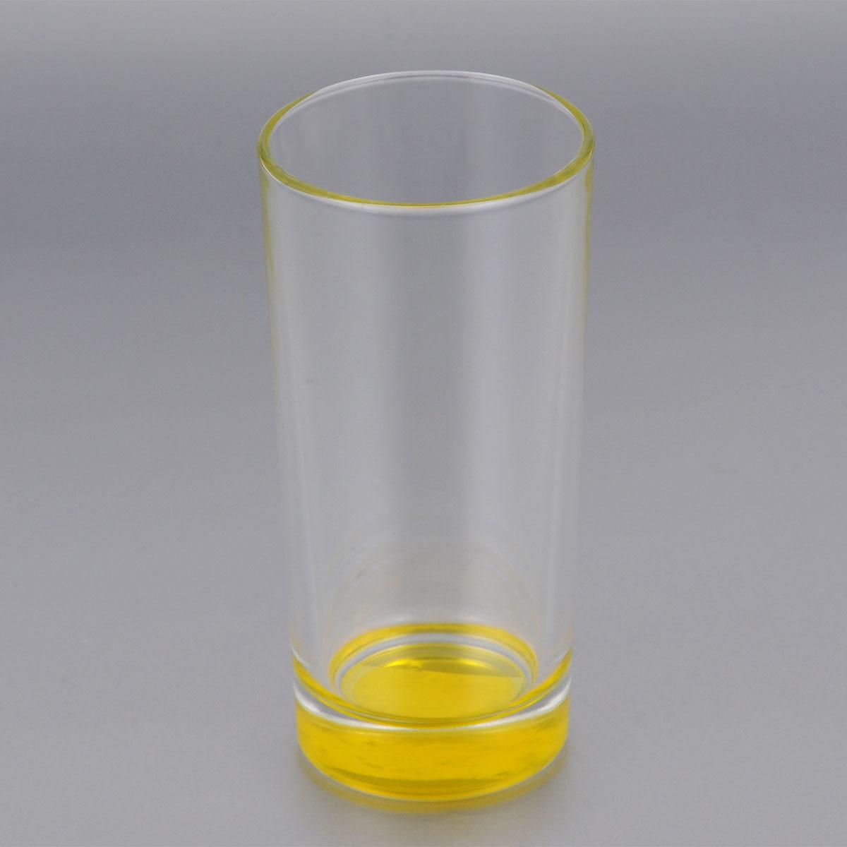 Стакан высокий ОСЗ Лак, цвет: желтый, 280 мл03С1018 ЛМВысокий стакан ОСЗ Лак изготовлен из высококачественного стекла, которое изысканно блестит и переливается на свету. Дно стакана желтого цвета. Стакан прозрачный, но при его наклоне создается оптическая иллюзия того, что стакан желтый. Такой стакан отлично дополнит вашу коллекцию кухонной утвари и порадует вас ярким необычным дизайном и практичностью. Диаметр стакана: 7 см. Высота стакана: 14 см.