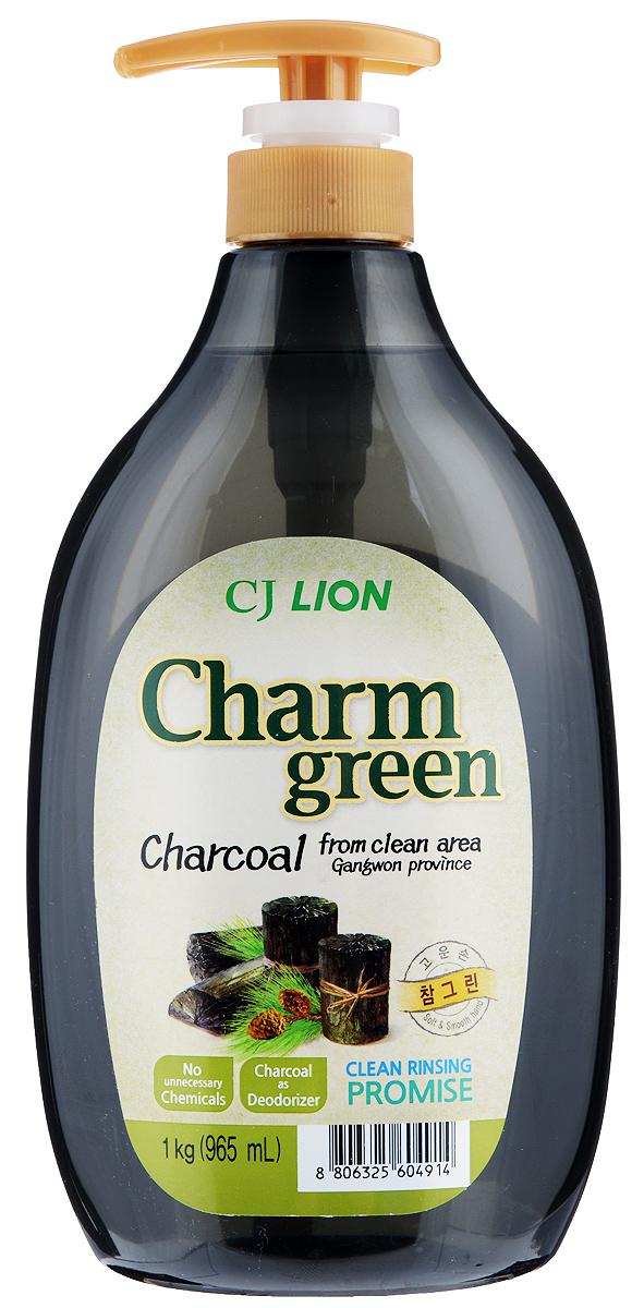 Средство для мытья посуды Cj Lion Chamgreen, с экстрактом древесного угля, 965 мл604914Средство Cj Lion Chamgreen подходит не только для мытья посуды, овощей и фруктов, но и для мытья детских бутылочек. Безопасность полного ополаскивания за 5 секунд: удаляются остатки компонентов, разрушающих жиры. Содержит природный уголь, полученный при обработке сосны, произрастающей в экологически чистом районе провинции Кангвон-до. Устраняет неприятные запахи испорченной еды, рыбные запахи. Обладает адсорбирующим, дезодорирующим и чистящим свойствами, благодаря чему обеспечивается не только чистое мытье посуды, разделочных досок и кухонных полотенец, но и устранение из них неприятных запахов. Обладает приятным ароматом розмарина. Состав: ПАВ 20% (высшие спирты на растительной основе (анионные), альфа-олефин (анион), аминоксид)), порошок природного угля, средство для защиты кожи рук. Товар сертифицирован.