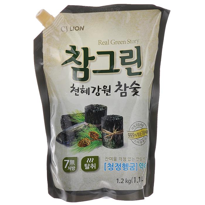 Средство для мытья посуды Cj Lion Chamgreen, с экстрактом древесного угля, 1,15 л604938Средство Cj Lion Chamgreen подходит не только для мытья посуды, овощей и фруктов, но и для мытья детских бутылочек. Безопасность полного ополаскивания за 5 секунд: удаляются остатки компонентов, разрушающих жиры. Содержит природный уголь, полученный при обработке сосны, произрастающей в экологически чистом районе провинции Кангвон-до. Устраняет неприятные запахи испорченной еды, рыбные запахи. Обладает адсорбирующим, дезодорирующим и чистящим свойствами, благодаря чему обеспечивается не только чистое мытье посуды, разделочных досок и кухонных полотенец, но и устранение из них неприятных запахов. Обладает приятным ароматом розмарина. Состав: ПАВ 21% (высшие спирты на растительной основе, высшие амины на растительной основе, растительный состав неионогенный), древесный уголь, средство для защиты кожи рук. Товар сертифицирован.