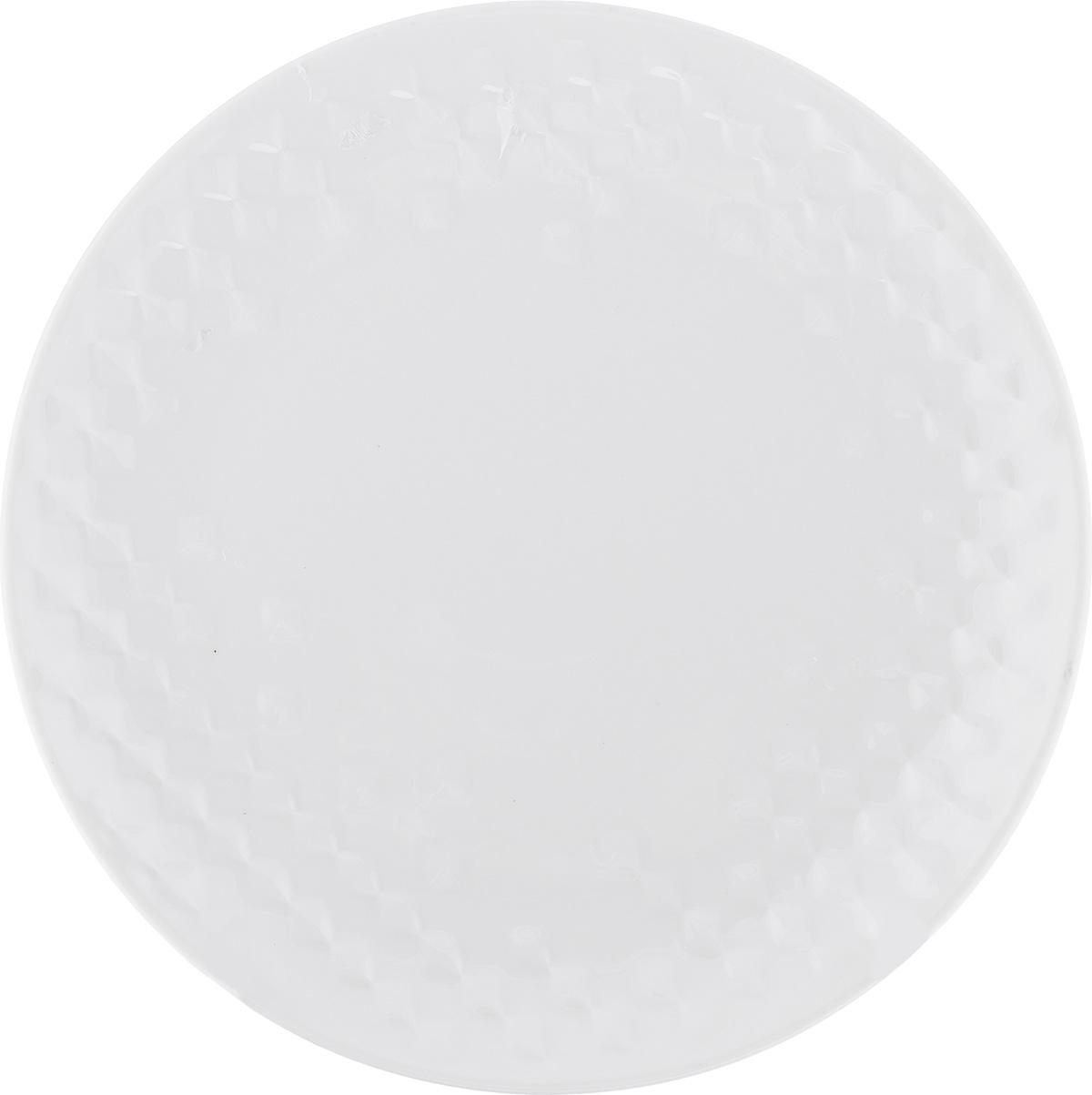 Тарелка десертная Walmer Sapphire, цвет: белый, диаметр 20,5 смW07430021Десертная тарелка Walmer Sapphire изготовлена из экологически чистого фарфора. Изделие оформлено объемным рельефным орнаментом. Такая тарелка прекрасно подходит как для торжественных случаев, так и для повседневного использования. Идеальна для подачи десертов, пирожных, тортов. Она прекрасно оформит стол и станет отличным дополнением к вашей коллекции кухонной посуды. Можно использовать в посудомоечной машине и СВЧ. Диаметр (по верхнему краю): 20,5 см. Высота стенки: 2,3 см.