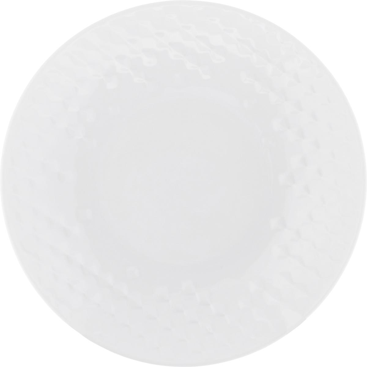 Тарелка суповая Walmer Sapphire, цвет: белый, диаметр 21 смW07431021Суповая тарелка Walmer Sapphire, выполненная из высококачественного фарфора, декорирована объемным рельефным орнаментом. Изящный дизайн придется по вкусу и ценителям классики, и тем, кто предпочитает утонченность. Суповая тарелка Walmer Sapphire, идеально подойдет для сервировки стола и станет отличным подарком к любому празднику. Можно использовать в микроволновой печи и мыть в посудомоечных машинах. Диаметр тарелки (по верхнему краю): 21 см. Высота стенки: 3,5 см.
