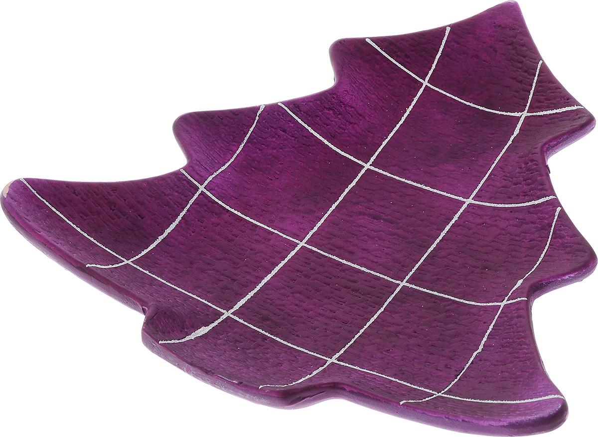 Блюдо декоративное House & Holder, цвет: фиолетовый. DHS17733-1HDHS17733-1HБлюдо декоративное House & Holder изготовлено из фаянса в форме елочки. Изделие имеет матовое покрытие, украшено белыми блестящими полосками, образующими квадраты. Такое блюдо станет достойным украшением интерьера и создаст праздничное настроение. Блюдо можно преподнести в качестве оригинального подарка или сувенира.