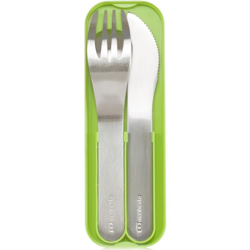 Набор из 3 столовых приборов в футляре Mayer&Boch Pocket зеленый. 1007 01 0051007 01 005Обедайте где угодно - на пикнике, в парке, во время шоппинга. Главное - есть здоровую еду по расписанию, и чтобы ничего не помешало, возьмите с собой набор из трех столовых приборов! Вилка, ложка и ножичек помещаются в футляр, который соответствует размерам крышки ланч-боксов MB Original и MB Single. То есть он легко и компактно помещается между ней и основным контейнером! Вы сможете брать его с собой куда угодно. Приборы изготовлены из нержавеющей стали. Можно мыть в посудомоечной машине.