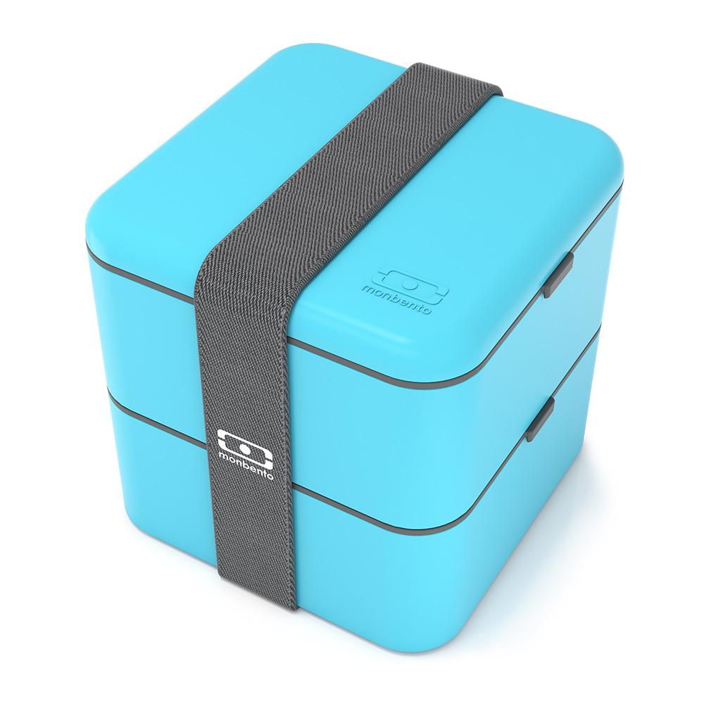Ланч-бокс MB Square голубой. 1200 03 0041200 03 004В современном мире здоровое питание - залог успеха. Ланч-боксы от Monbento сохраняют полезные свойства продуктов, герметичны и изготовлены из безопасного пищевого пластика. MB Square - это два контейнера, позволяющие взять с собой сразу несколько блюд. Надежность, компактность и стиль в одном комплекте! Объем 1,7 литра. Боксы monbento можно греть в микроволновой печи и мыть в посудомоечной машине. Под крышку легко помещаются специальные столовые приборы от Monbento (продаются отдельно).