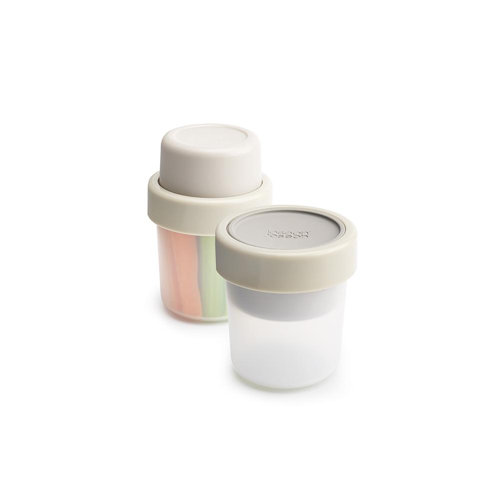 Ланч-бокс для перекусов компактный GoEat серый. 8102681026Новая линейка универсальных контейнеров GoEat с отдельными ёмкостями для разных продуктов специально разработана для того, чтобы вы могли брать с собой в офис или на прогулку разные блюда для полноценного обеда. Компактный контейнер Space-saving snack pot отлично подходят для небольших перекусов, таких как мюсли с йогуртом или хумус с овощами. Смешать ингредиенты вы можете непосредственно перед обедом. Все контейнеры имеют герметичную силиконовую крышку и надёжное блокирующее кольцо, что гарантирует сохранность продуктов и обезопасит от протекания. Когда контейнеры пустые, они легко складываются друг в друга для удобной переноски. Верхняя ёмкость - 100 мл Нижняя ёмкость - 210 мл Можно мыть в посудомоечной машине. Контейнеры можно разогревать в микроволновой печи, предварительно удалив кольцо и крышку.