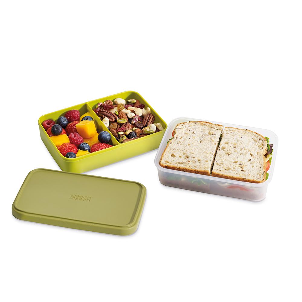 Ланч-бокс компактный GoEat зелёный. 8103181031Новая линейка универсальных контейнеров GoEat с отдельными ёмкостями для разных продуктов специально разработана для того, чтобы вы могли брать с собой в офис или на прогулку разные блюда для полноценного обеда. Ланч-бокс Space-saving lunch box - прекрасная альтернатива обычным пластиковым контейнерам. Большой нижний контейнер для основных блюд и сендвичей, верхний контенер с разделителем для ягод, фруктов, десертов, орехов и т.д. Вы можете брать с собой сразу несколько блюд и не смешивать их друг с другом. Все контейнеры имеют герметичную силиконовую крышку и надёжное блокирующее кольцо, что гарантирует сохранность продуктов и обезопасит от протекания. Когда контейнеры пустые, они легко складываются друг в друга для удобной переноски. Верхняя ёмкость - 500 мл Нижняя ёмкость - 700 мл Можно мыть в посудомоечной машине. Контейнеры можно разогревать в микроволновой печи, предварительно удалив кольцо и крышку.