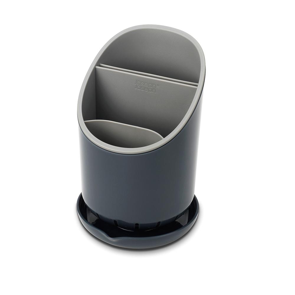 Сушилка для столовых приборов со сливом Dock серая. 8507585075Dock - это не просто сушилка для приборов, а умная сушилка. Обычно их сложно мыть, а также в них не предусмотрено разделение приборов и острых ножей. В сушилке Dock все эти недостатки исправлены. Для ножей есть специальное отделение, где острые лезвия высыхают безопасно и не соприкасаются с другими приборами. Излишек воды собирается в поддон, и её можно слить безо всяких проблем. Сушилка удобно разбирается для чистки. И к тому же она будет очень стильно смотреться на любой кухне.