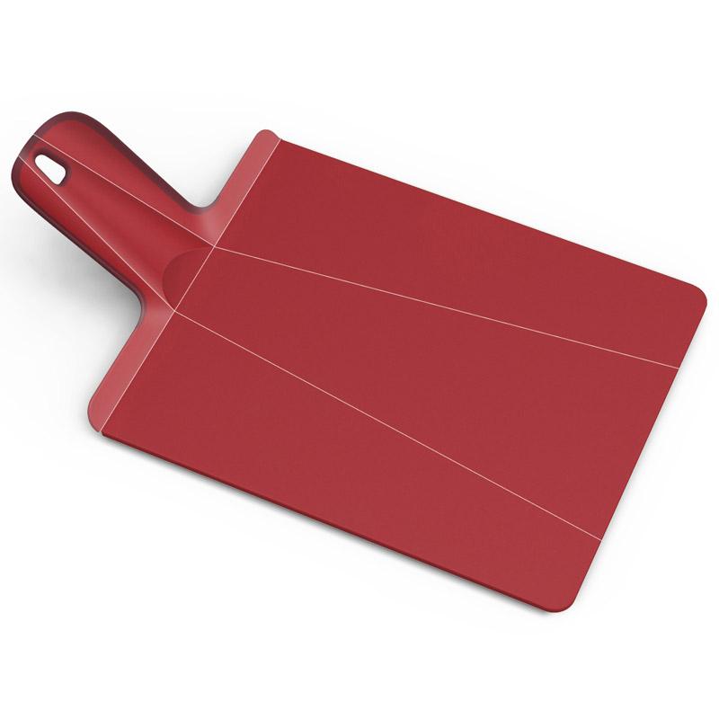 Доска разделочная Chop2Pot Plus средняя красная. NSR016SWNSR016SWЗнаменитая складная доска теперь даже лучше! Теперь с покрытием, которое защитит ваши ножи от повреждений. Ручка с прорезиненными концами создает максимальный комфорт при использовании. Всем знакомо, как неудобно сыпать порезанные овощи в кастрюлю – вы обязательно растеряете кусочки. Но с этим приспособлением вы одним движением превратите разделочную доску в удобный совок, и все нарезанные продукты попадут прямо по назначению! Можно мыть в посудомоечной машине.
