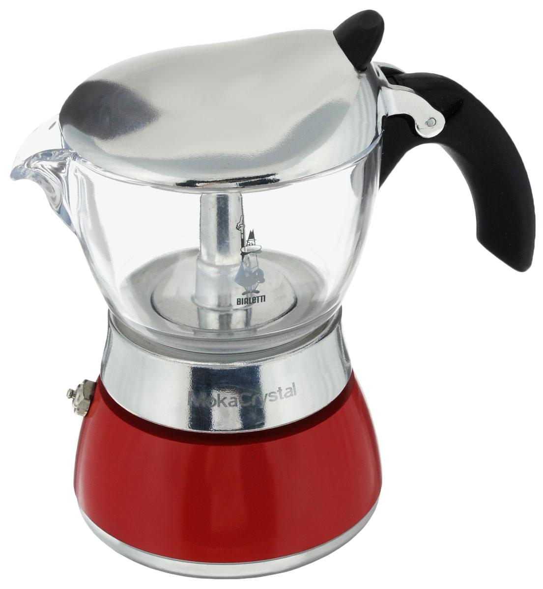 Кофеварка гейзерная Bialetti Moka Crystal, цвет: красный, прозрачный, на 3 чашки4012Компактная гейзерная кофеварка Bialetti Moka Crystal изготовлена из высококачественного алюминия. С помощью прозрачного стекла верхней части вам удобно будет наблюдать за процессом приготовления эспрессо. Объема кофе хватает на 3 чашки. Изделие оснащено удобной ручкой из бакелита. Принцип работы такой гейзерной кофеварки - кофе заваривается путем многократного прохождения горячей воды или пара через слой молотого кофе. Удобство кофеварки в том, что вся кофейная гуща остается во внутренней емкости. Гейзерные кофеварки пользуются большой популярностью благодаря изысканному аромату. Кофе получается крепкий и насыщенный. Теперь и дома вы сможете насладиться великолепным эспрессо. Подходит для газовых, электрических и стеклокерамических плит. Нельзя мыть в посудомоечной машине. Высота (с учетом крышки): 15,5 см.