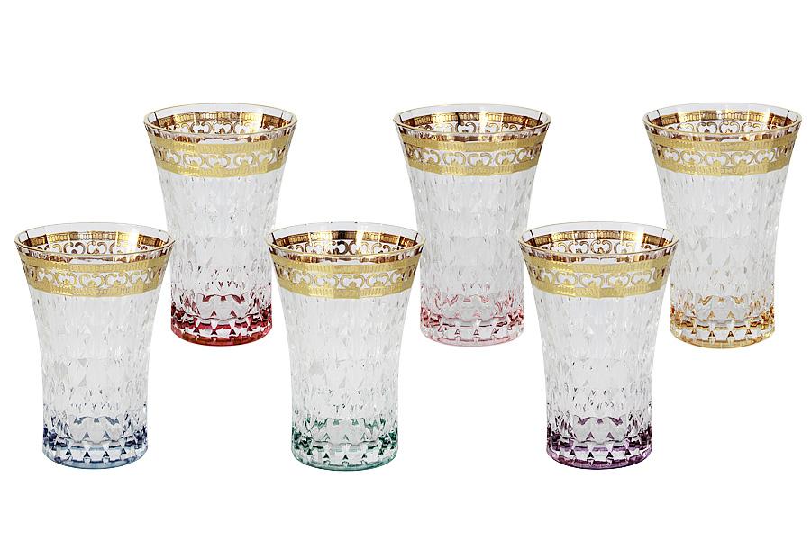 Набор: 6 стаканов для воды Цветная Флоренция. SM3176/678-ALSM3176/678-ALХрустальные изделия из Италии от компании Same Decorazione — это маленькие шедевры, о которых знает уже немалая часть Европы. Авторский дизайн, исключительная по технике ручная роспись (в зависимости от сложности используются до 10-ти различных по жесткости и материалу кистей), высокое качество исполнения создают особый неповторимый стиль каждой коллекции. Выполненные из высокосортного хрусталя (24% PbO ), все изделия выделяются своим изяществом и блеском. А элегантная форма подчеркивается нежными изысканными рисунками, декорированными 24-каратным золотом и платиной. Хрустальные изделия Same Decorazione отличаются чистым, неискаженным преломлением света, прозрачностью и красотой граненых поверхностей. Золотая и платиновая отделка безопасна для использования