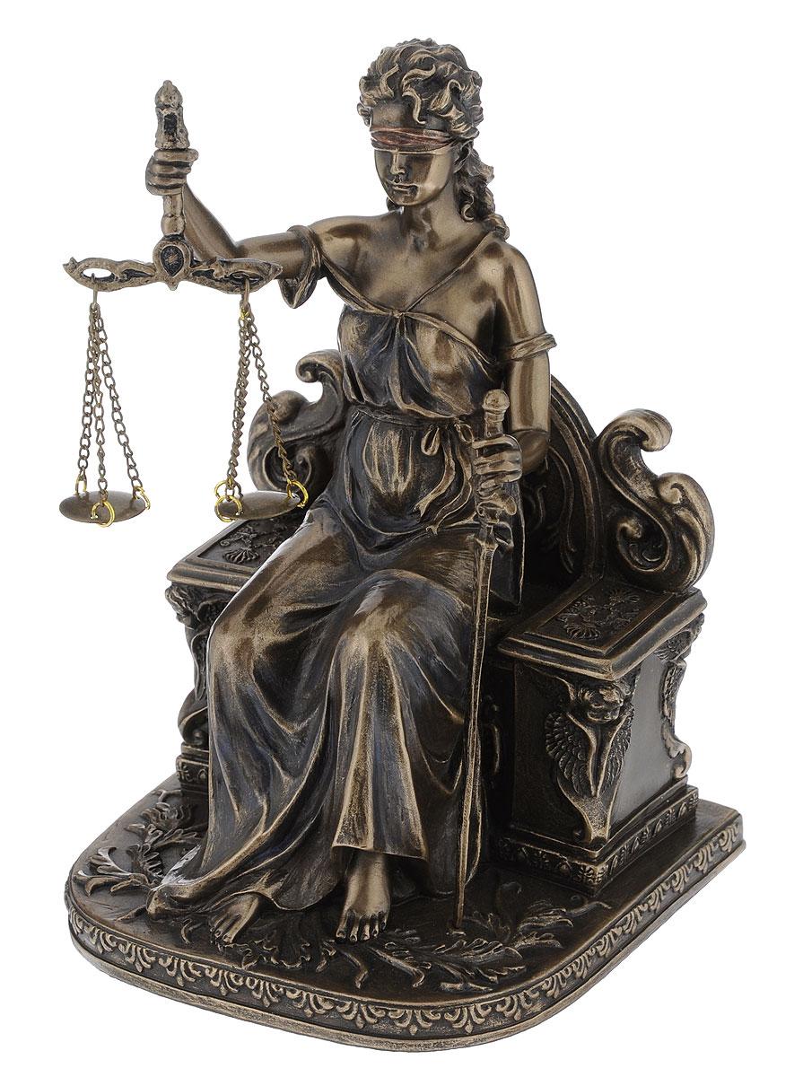 Статуэтка Veronese Фемида, высота 17,5 смVWU75268A4ALСтатуэтка Veronese Фемида, выполненная из полистоуна, станет отличным украшением интерьера вашего дома или офиса. Статуэтка выполнена в виде древнегреческой богини правосудия и порядка. Вы можете поставить статуэтку в любом месте, где она будет удачно смотреться и радовать глаз. Также она может стать оригинальным подарком вашим близким или коллегам.