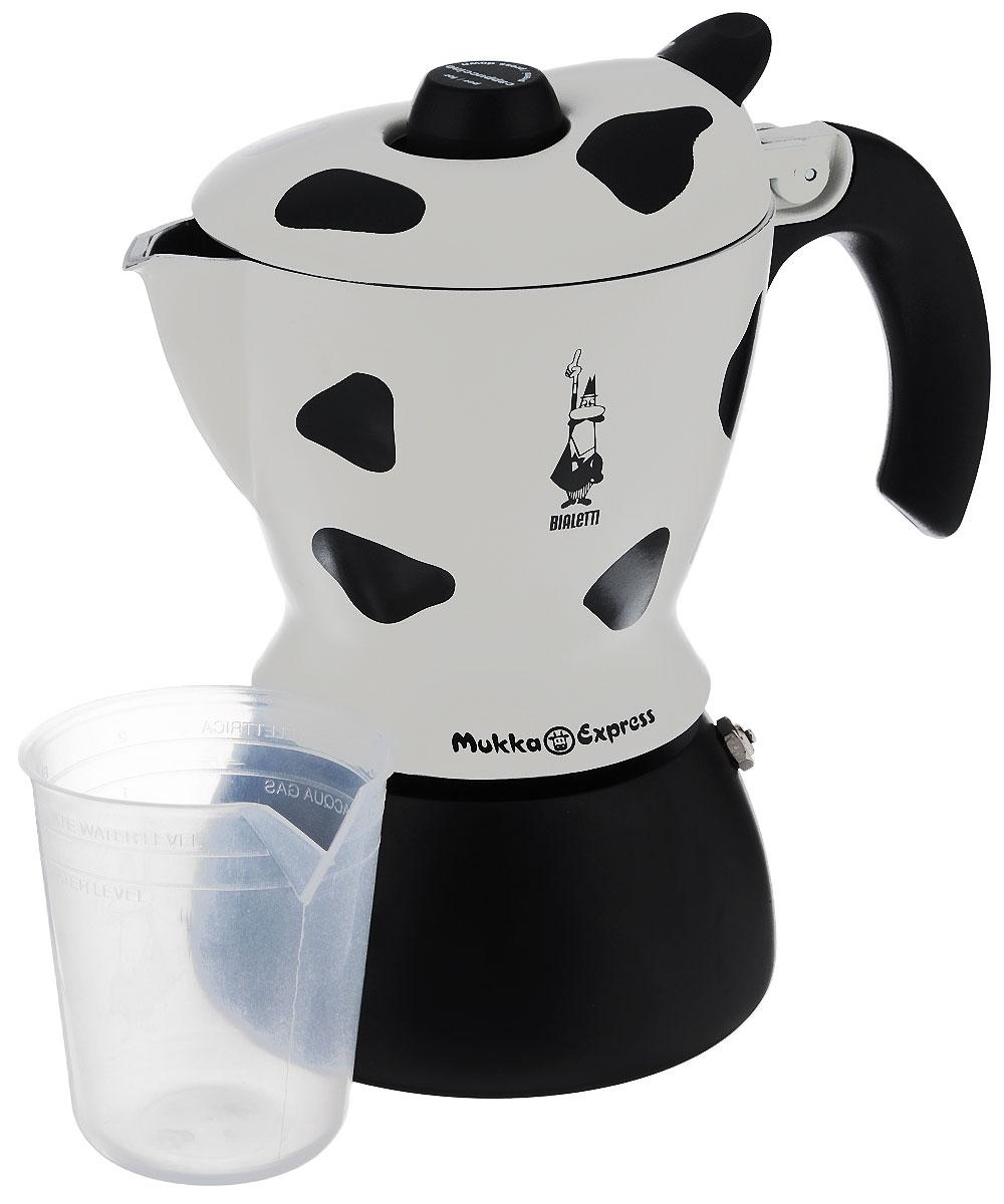 Кофеварка гейзерная Bialetti Mukka Express, цвет: черный, белый, на 2 чашки3418Компактная гейзерная кофеварка Bialetti Mukka Express изготовлена из высококачественного алюминия. Объема кофе хватает на 2 чашки. Изделие оснащено удобной ручкой из бакелита. Принцип работы такой гейзерной кофеварки - кофе заваривается путем многократного прохождения горячей воды или пара через слой молотого кофе. Удобство кофеварки в том, что вся кофейная гуща остается во внутренней емкости. Гейзерные кофеварки пользуются большой популярностью благодаря изысканному аромату. Кофе получается крепкий и насыщенный. Теперь и дома вы сможете насладиться великолепным эспрессо. Подходит для газовых, электрических и стеклокерамических плит. Нельзя мыть в посудомоечной машине. Высота (с учетом крышки): 21 см.