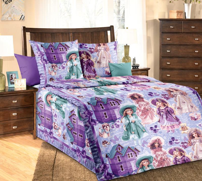 ТексДизайн Комплект детского постельного белья Куклы 1,5-спальный1100АКомплект детского постельного белья Куклы, состоящий из двух наволочек, простыни и пододеяльника, выполнен из прочной бязи. Комплект постельного белья украшен изображениями фарфоровых куколок и кукольных домиков. Сегодня компания Текс-Дизайн является крупнейшим поставщиком эксклюзивной набивной бязи. Вся ткань изготовлена из 100% хлопка. Бязь - хлопчатобумажная плотная ткань полотняного переплетения. Отличается прочностью и стойкостью к многочисленным стиркам. Бязь считается одной из наиболее подходящих тканей, для производства постельного белья и пользуется в России большим спросом. Фирменная продукция отличается оригинальным дизайном, высокой прочностью и долговечностью. Такой комплект идеально подойдет для кроватки вашего малыша. На нем ребенок будет спать здоровым и крепким сном.