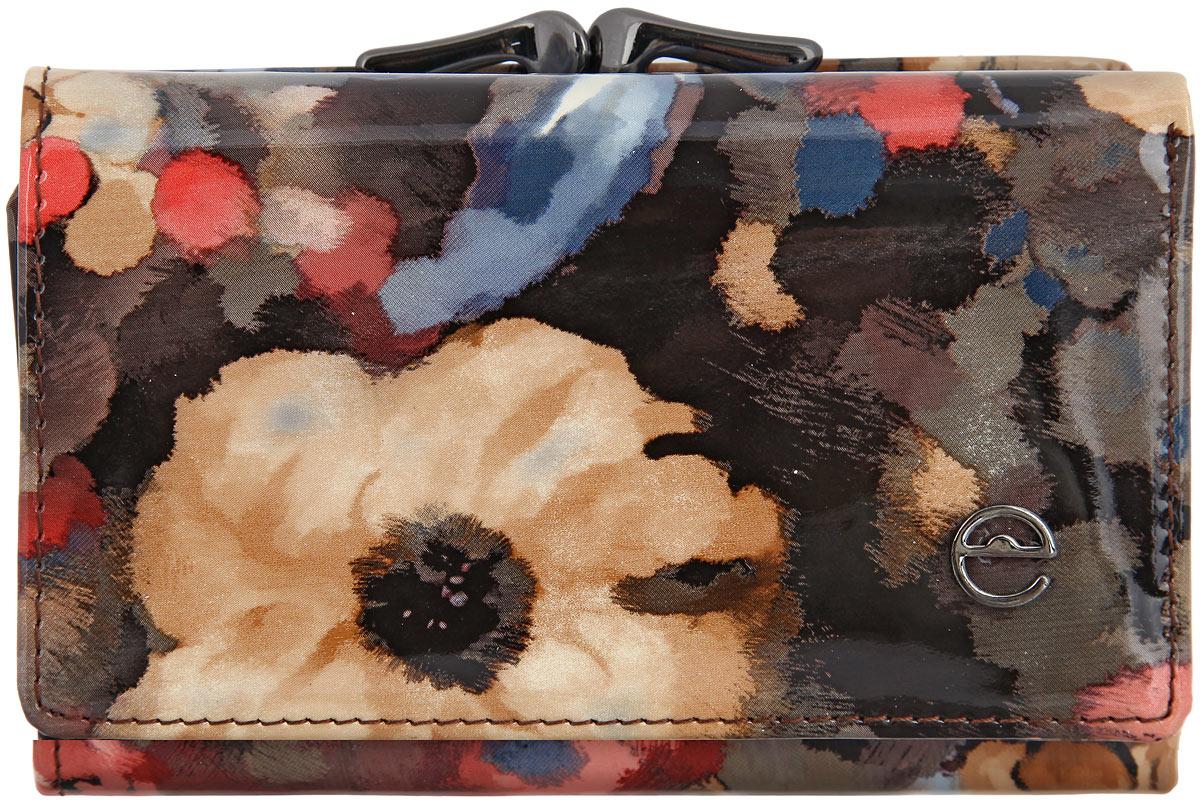Кошелек женский Cheribags, цвет: черный, светло-коричневый, коралловый. 02К-8839-802К-8839-8Женский кошелек Cheribags выполнен из натуральной высококачественной лакированной кожи с цветочным принтом. Изделие содержит три отделения для купюр, одно из которых на застежке-молнии, четыре кармашка для визиток и пластиковых карт, два боковых кармана и карман с сетчатым окошком. Снаружи, на задней стенке располагается карман для мелочи, закрывающийся на защелку. Кошелек упакован в фирменную коробку. Такой кошелек станет незаменимым аксессуаром в вашей повседневной жизни.