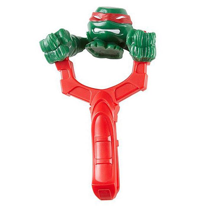 Teenage Mutant Ninja Turtles Черепашка-мялка цвет зеленый красный51500-0000012-01_зеленый, красныйЗабавная игрушка-мялка Teenage Mutant Ninja Turtles Черепашка-мялка понравится любому поклоннику знаменитых Черепашек Ниндзя. В комплект входит пластиковая рогатка и фигурка-мялка с большими кулаками, выполненная в виде героя мультфильма Черепашки Ниндзя. Зацепив кулачки фигурки за выступы на рогатке, натяните фигурку-снаряд за центр. Мягкие и приятные на ощупь игрушки-мялки непременно понравятся вашему малышу, ведь их так весело мять и растягивать. С такой игрушкой ваш малыш сможет соревноваться с друзьями в меткости, а мягкая игрушка-мялка сделает такие игры безопасными. Играя с забавной игрушкой-мялкой, ребенок сможет развить мелкую моторику рук, пространственное восприятие, а также меткость и ловкость.