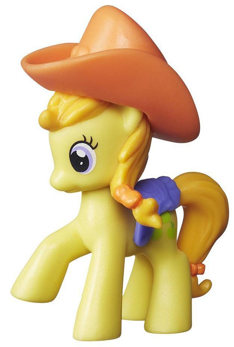 My Little Pony Фигурка Пони JonagoldB2071_B2202Фигурка My Little Pony Пони Jonagold непременно понравится вашей малышке. Она выполнена из безопасного пластика в виде милой пони с красивыми большими глазами. Голова лошадки украшена широкополой ковбойской шляпой, а на спинке у нее - фиолетовое седло. Седло и шляпа съемные. Кьютимарка лошадки Джонаголд - три яблочка. Игры с такой игрушкой поспособствуют развитию у ребенка фантазии и любознательности, помогут овладеть навыками общения, воспитают чувство ответственности и заботы. Благодаря маленькому размеру фигурки ребенок сможет взять ее с собой на прогулку или в гости. Порадуйте свою малышку таким замечательным подарком!