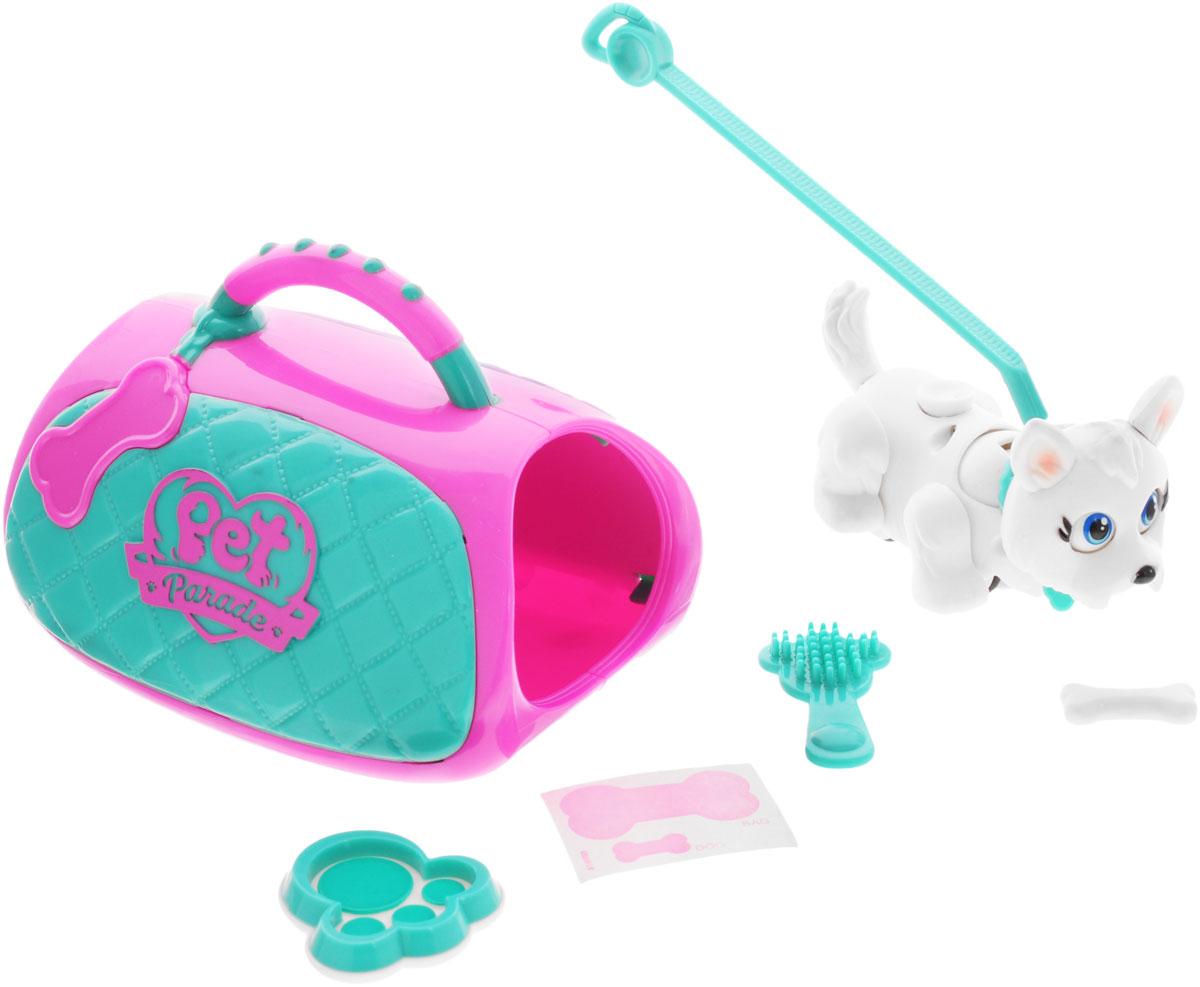 Pet Club Parade Игровой набор Carry Kit18550Игровой набор Carry Kit привлечет внимание вашего малыша и подарит много часов, посвященных игре с ней. В комплект входит щенок, сумка-переноска, поводок, косточка, щетка и миска для кормления. Щенок забавно двигают лапками и головой при ходьбе. При желании, можно присоединить специальный поводок к ошейнику. На спинке расположен джойстик, с помощью которого можно управлять головой, хвостиком и глазами. Щенок может взаимодействовать с аксессуарами. Например, благодаря встроенным магнитам, подбирать и следовать за своей косточкой. На ошейнике собачки есть бирка в виде косточки, на которой можно написать имя своего любимца!