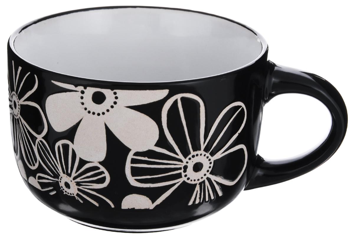 Чашка Wing Star Цветы, цвет: черный, бежевый, 460 млLJ1060JM_чашка черная, рисунок бежевыйЧашка Wing Star Цветы изготовлена из керамики и украшена цветочным принтом. Wing Star - качественная керамическая посуда из обожженной, глазурованной снаружи и изнутри глины с оригинальными рисунками. При изготовлении данной посуды широко используется рельефный способ нанесения декора, когда рельефная поверхность подготавливается в процессе формовки и изделие обрабатывается с уже готовым декором. Благодаря этому достигается эффект неровного на ощупь рисунка, как бы утопленного внутрь глазури и являющегося его естественным элементом. Диаметр (по верхнему краю): 11 см.